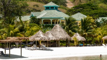 Travel Professionals Helping Make First Roatan Underwater Photo Festival A Success Well in Advance of Launch